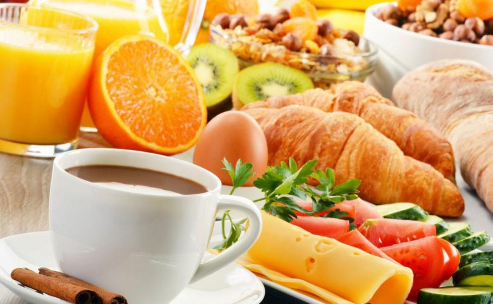 Frühstück im Cafe Harmonie